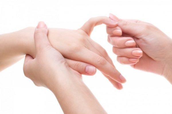 палец болит