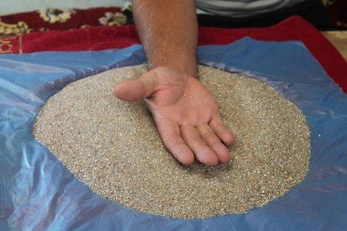 морской песок снимает боль