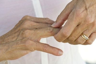 боль в пальце