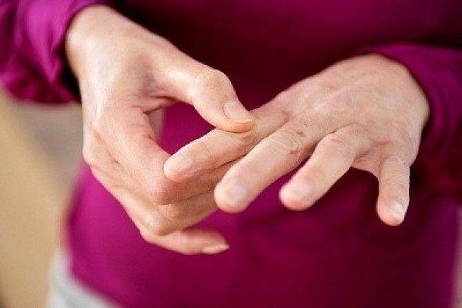 Болят суставы рук — что делать