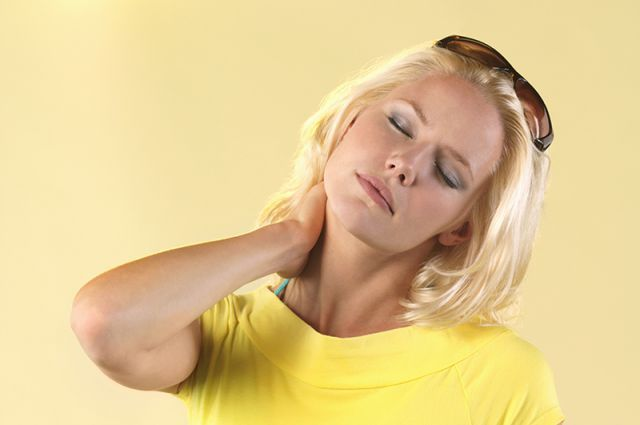 комплекс причин боли в шее
