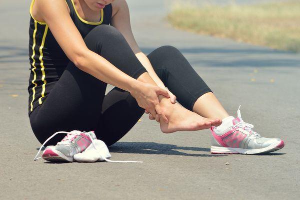 Растяжение ноги при пробежке