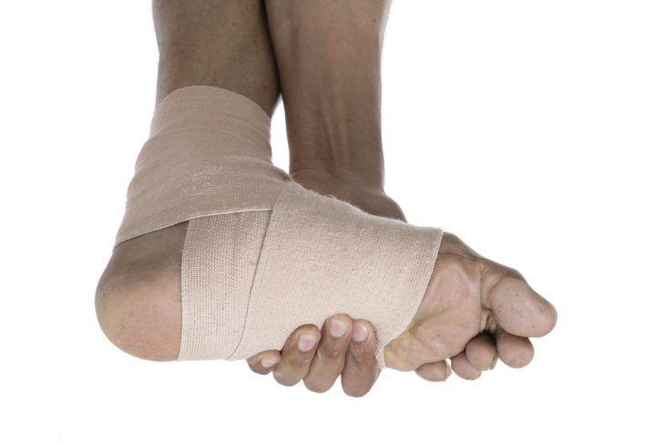 как правильно перебинтовывать ногу