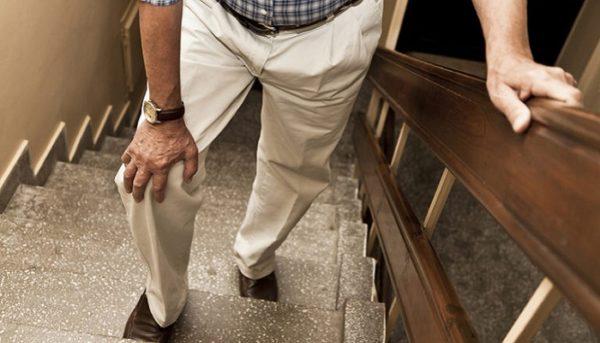 Болят колени при ходьбе по лестнице как лечить