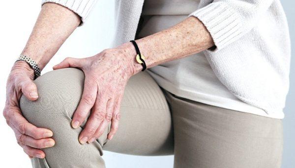 Болят колени при вставании и приседании на корточки чем лечить боль