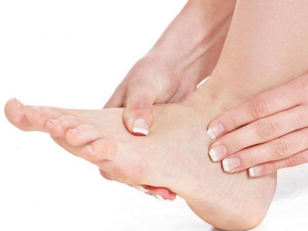Боль в стопе под пальцами при ходьбе, причины боли в ступне