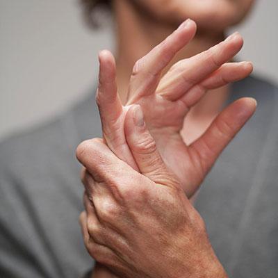 Боль в суставах большого пальца руки