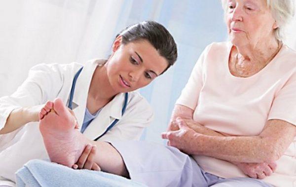 Какой врач лечит подагру - к кому обратиться с проблемой