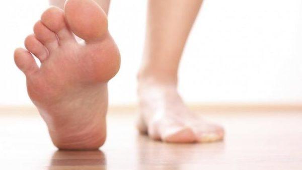 Немеет большой палец на правой ноге причины