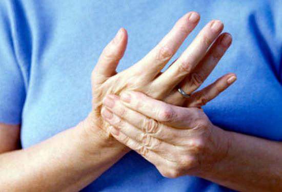 Немеет правая рука от плеча до кисти что делать