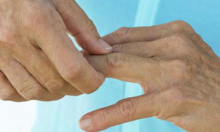 Болят суставы пальцев рук причины при сжатии разрыв связок правого плечевого сустава
